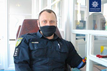Закарпатські патрульні долучилися до донорства у обласній станції переливання крові