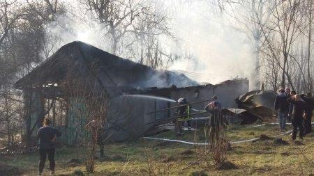 Рахівські вогнеборці ліквідували пожежу у житловому будинку