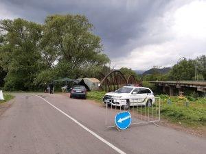 У селі на Закарпатті, де зафіксовано спалах коронавірусу, люди не хочуть дотримуватися карантину і конфліктують з владою і поліцією