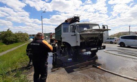 У Мукачеві під час руху загорілась вантажівка