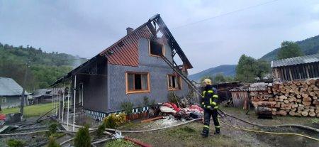 Рахівські вогнеборці ліквідували пожежу на території приватного домоволодіння - офіційно