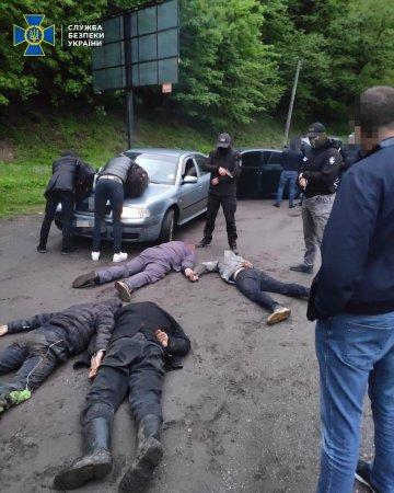На Рахівщині затримали чоловіків, які займалися незаконною переправкою нелегалів до ЄС (ФОТО)