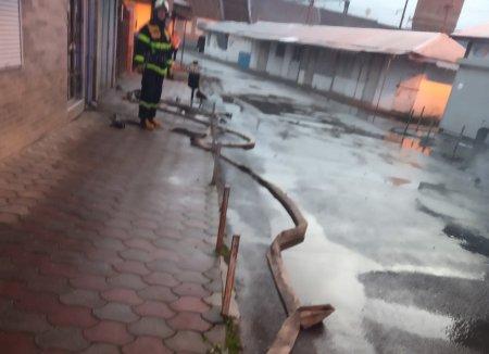Свалявські рятувальники ліквідували пожежу в двоповерховій будівлі