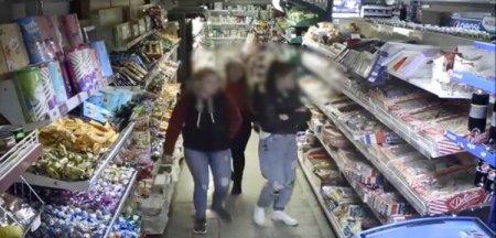 Крадійка солодощів: в Іршаві дівчину зафіксували камери магазину (відео)