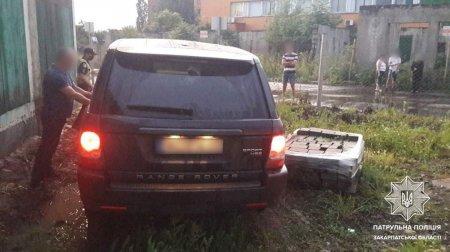 В Ужгороді п'яний водій на джипі зніс огорожу на будівельному майданчику