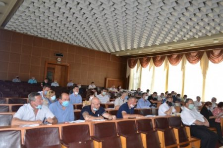 Звіт керівників та опорні школи - депутати Тячівської райради провели сесію (фото)
