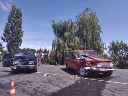 На Мукачівщині ДТП: зіштовхнулись два автомобілі марки ВАЗ