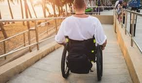 Для людей з інвалідністю у різних  об'єктах інфраструктури  Ужгород облаштовує пандуси (відео)