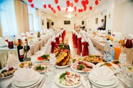 З'їла – і вже не врятували: на своєму весіллі померла наречена