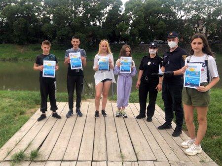 В Ужгороді та Іршаві рятувальники вчили дітей безпечної поведінки на воді