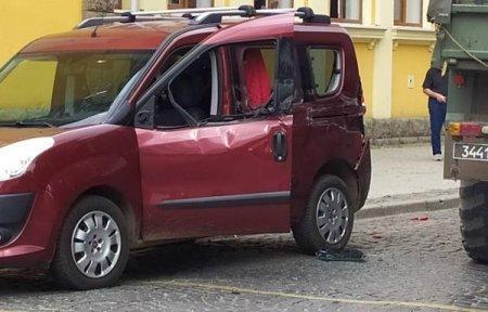 На Закарпатті військова вантажівка зіштовхнулася з легковим автомобілем (ФОТО)