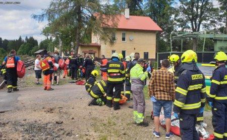 Трагедія у Чехії: зіткнулися два пасажирські потяги. Є загиблі. 30 поранених ( ВІДЕО)