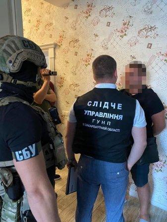 Поліція Закарпаття затримала групу наркодилерів з Мукачева, які торгували наркотиками у різних куточках області