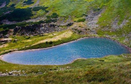 Містичне озеро Бребенескул в Карпатах чекає на туристів (ФОТО)