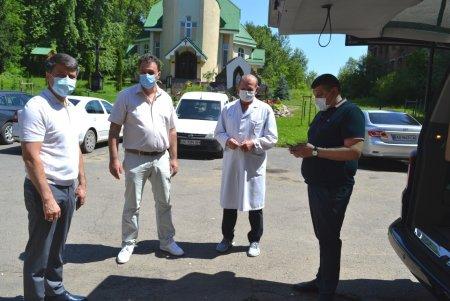 В Хустську районну лікарню привезли дезинфікуючу  рамку для тамтешніх медиків