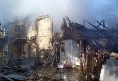 Тячівські рятувальники ліквідували значну пожежу на території приватного господарства