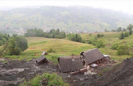 Родина з Рахівщини отримала компенсацію за зруйнований зсувом будинок