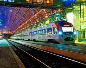 Затяжні вихідні: Укрзалізниця призначила додаткові поїзди