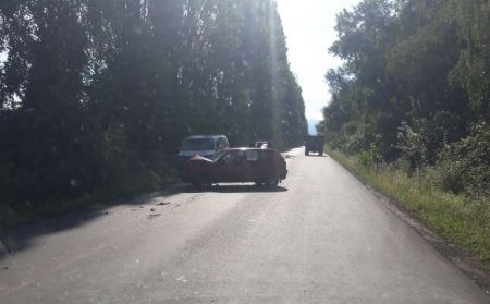 На Закарпатті зіткнулися легковик та мікроавтобус (ФОТО)