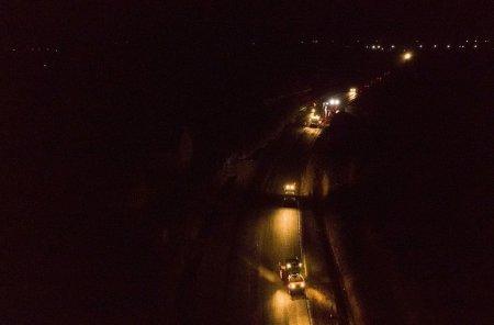 На Закарпатті дорогу будують навіть вночі (фото)
