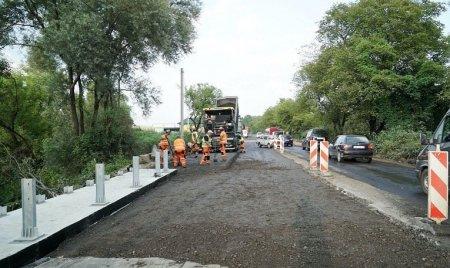 В заторах по дві години: Велике будівництво доріг продовжується на Тячівщині
