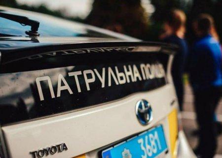 Жителька Закарпаття підчас затримання чоловіка побила правоохоронця
