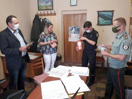 Міжгірські рятувальники провели інструктаж для працівників філії Державної установи «Центр пробації»