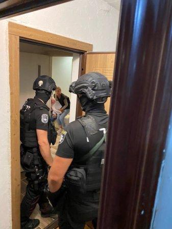 В Ужгороді спіймали людей, які займались торгівлею людьми (фото)