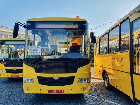 Закарпаття отримало ключі від 16 шкільних автобусів (фото)