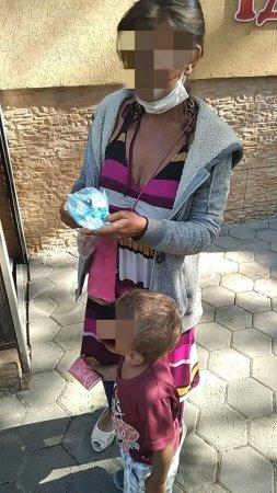У Франківську затримали закарпатку, яка жебракувала з 2-ю дитиною (фото)