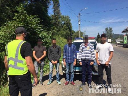 На Закарпатті поліція викрила чоловіка, який перевозив нелегалів