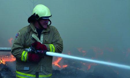 На Тячівщині через пожежу знищено  гараж і автомобіль