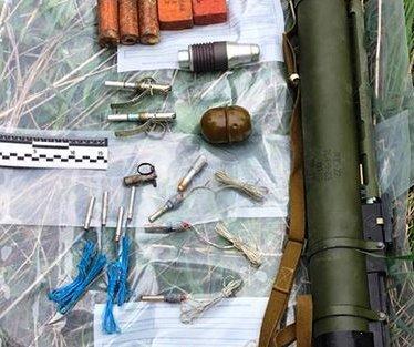 Бойові гранати,набої,тротилову шашку,використаний гранатомет та інше – знайдено у жителя Закарпаття