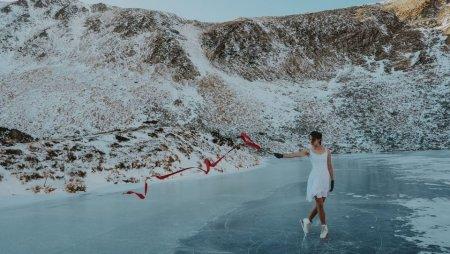 Ольга Склярчук кілька років чекала, аби станцювати на ковзанах на найвисокогірнішому озері України