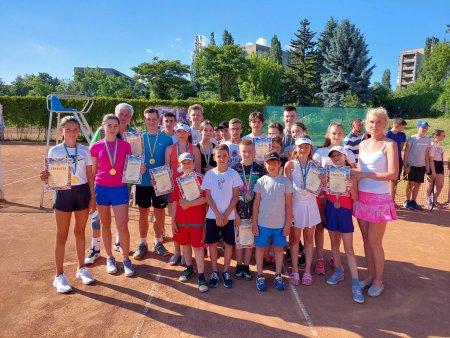 Першість Закарпатської області з тенісу серед ДЮСШ.